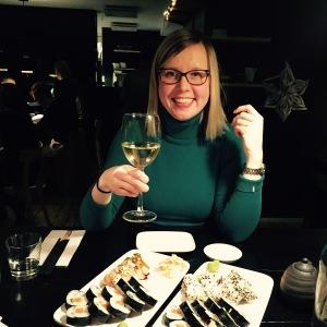 Kyllä hymyilyttää, kun pitkästä aikaa pääsee Sushibariin syömään.
